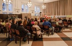 Uczestnicy spotkania zsędzią Anną Marią Wesołowską